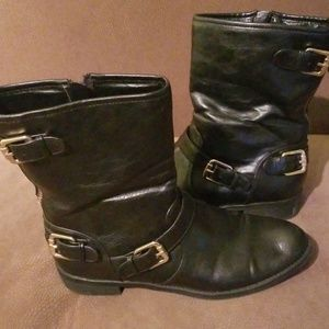 Black short boots with buckles